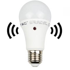 E27 LED lámpa (9W/200°) Körte - hideg fehér, Automata fényérzékelős