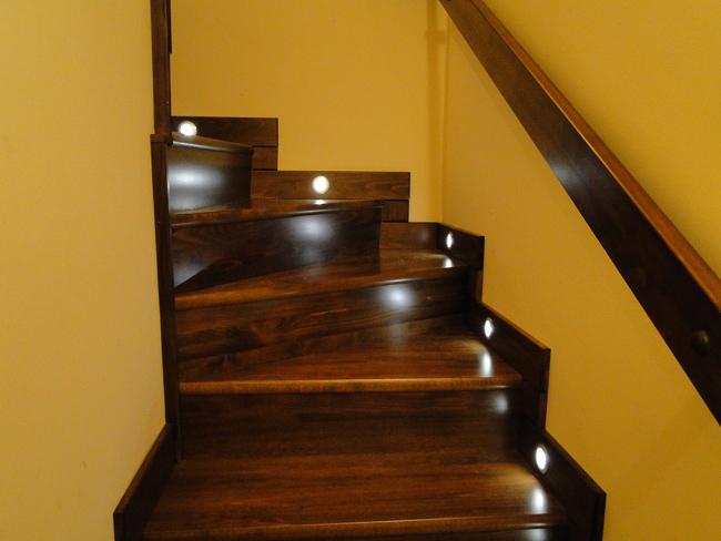 Lépcsővilágítás: fényforrások - lámpatestek - Díszléc és LED lámpa ...