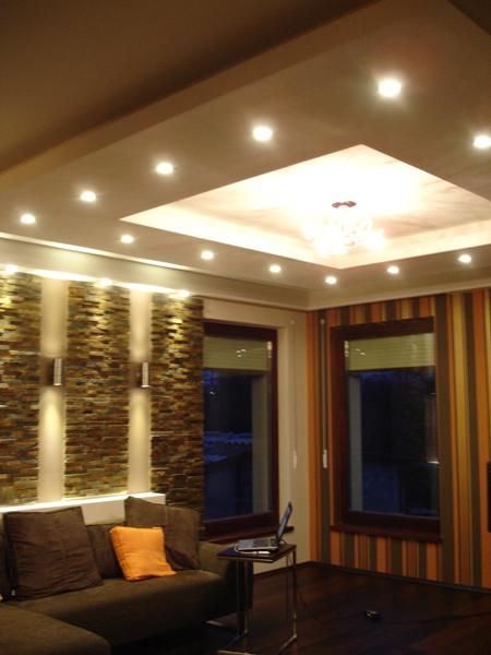 Álmennyezeti világítás spotlámpákkal