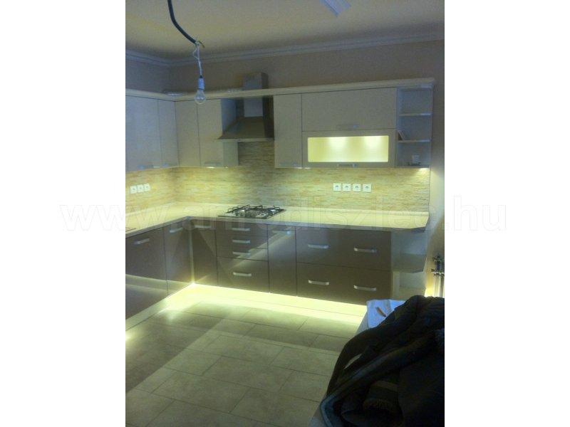 Asztalos készítette egyedi konyhabútor modern LED fényekkel - Vásárlóink fotói - Díszléc és LED ...