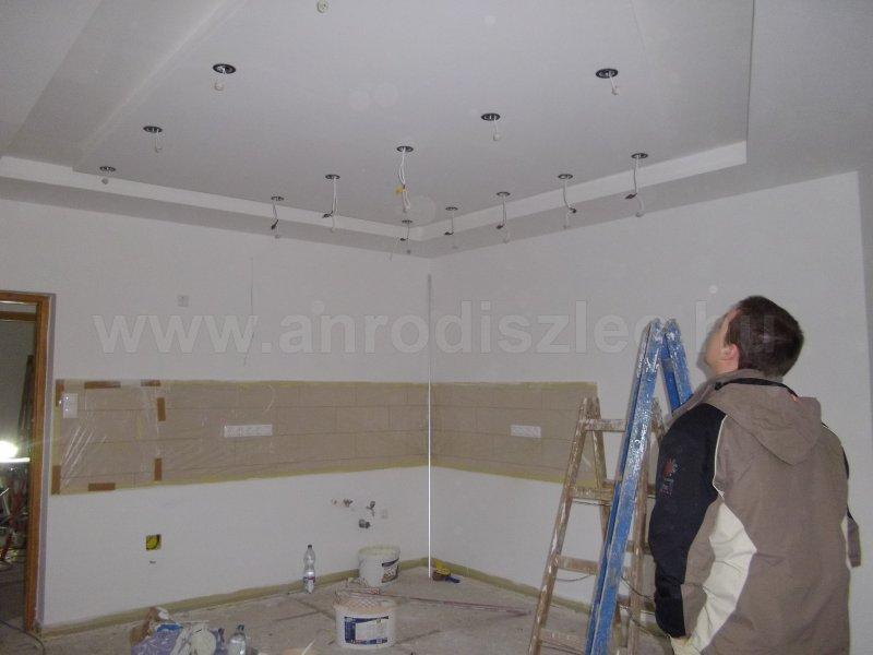 Modern konyhaszekrény led szalag pultvilágítással - Díszléc és LED lámpa Webáruház