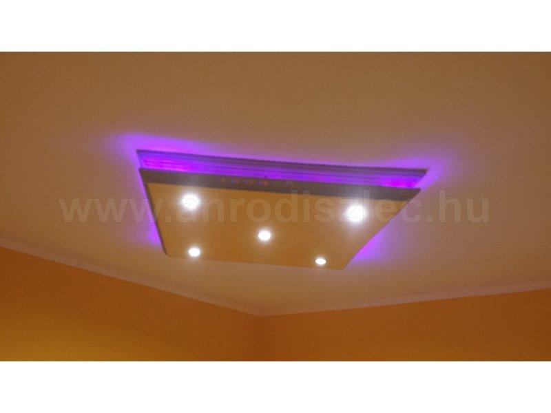 Lila fény a nappaliban - Vásárlóink fotói - Díszléc és LED lámpa Webáruház