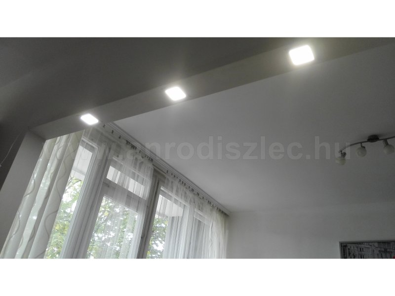 Áthidalóba süllyesztett természetes fehér fényű 6W LED panelek - lekapcsolva