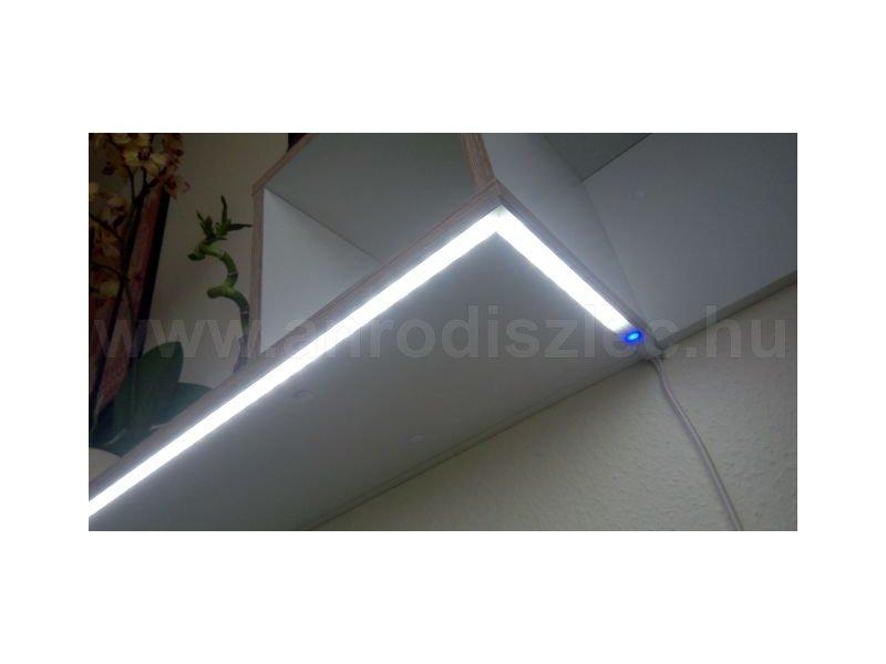 Alu profilba épített LED dimmer - teljes fényerővel világít a szalag.