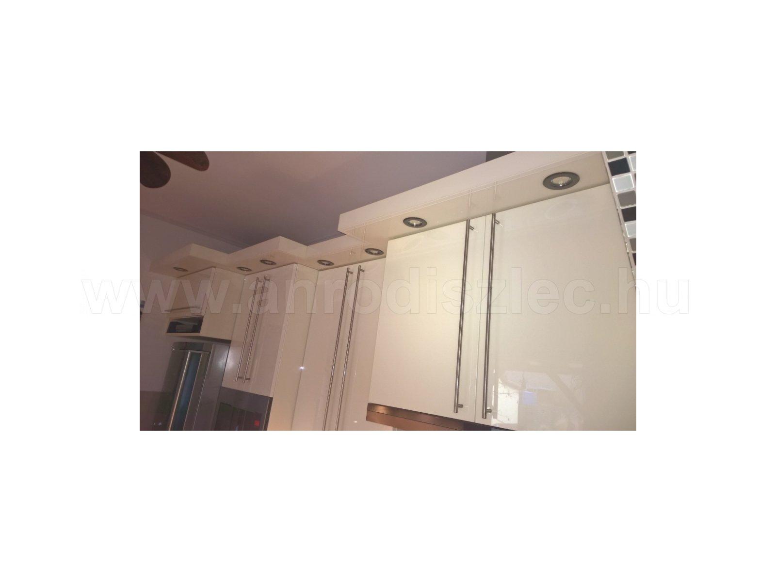 Modern konyhabútor párkányba épített spotlámpás világítással - Vásárlóink fotói - Díszléc és LED ...