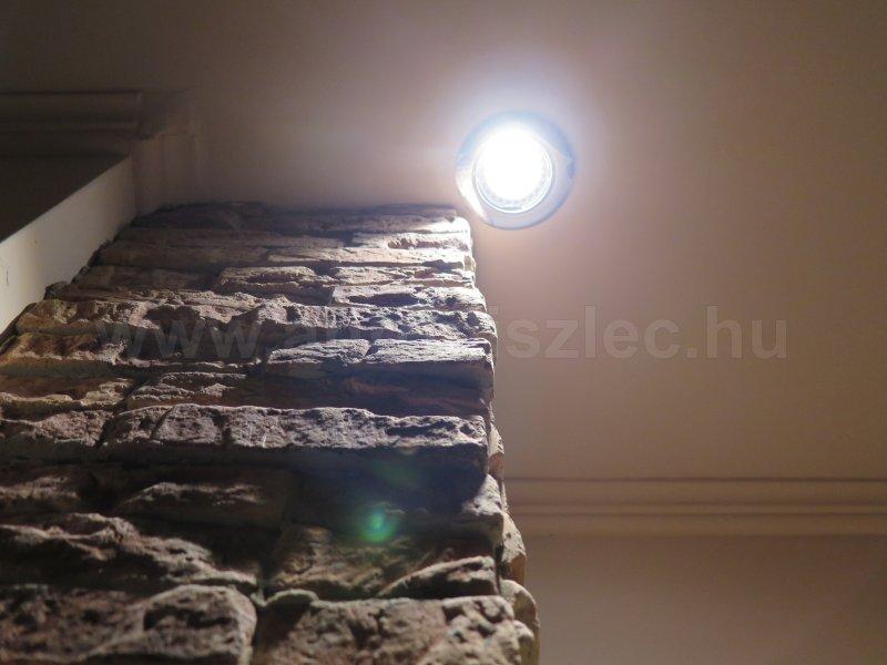 Gipszkarton mennyezetbe szerelt spotlámpa, LED izzóval