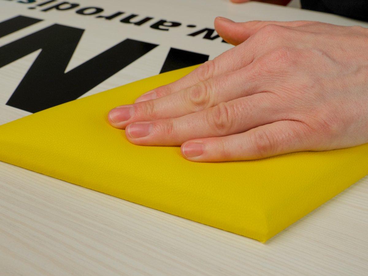 A szivacs borítás puha és szigetelő felületet eredményez.